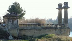 Vestiges du pont suspendu - Chemin Urbain V - Remoulins